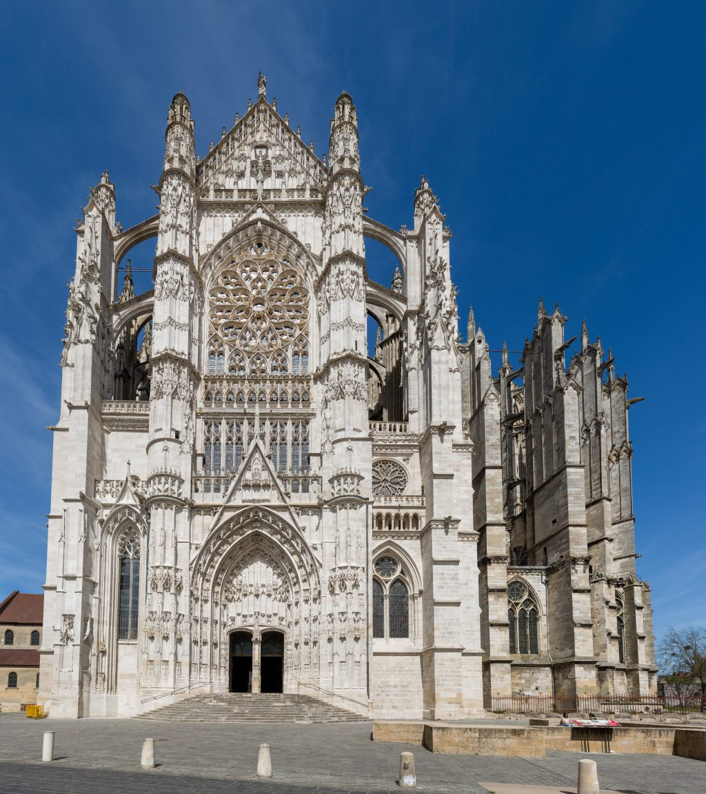 Beauvais_Cathedral_Exterior_2,_Picardy,_France_-_Diliff