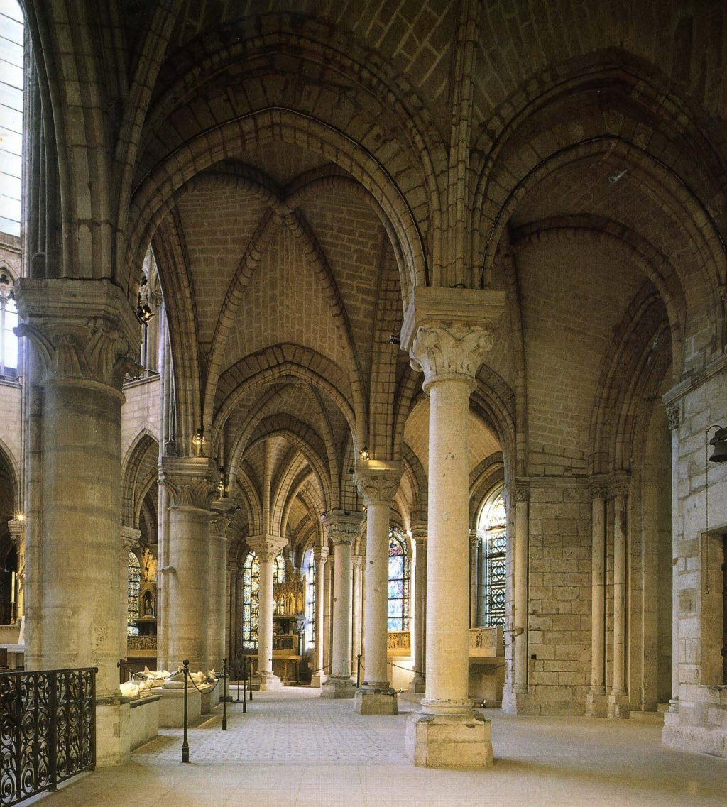 saint-denis-ambulatory-14E838BEF2F74B728BF
