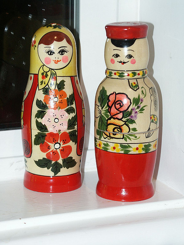 Matroshka dolls salt and pepper shakers design 35+ Creative and Funny Salt and Pepper Shakers