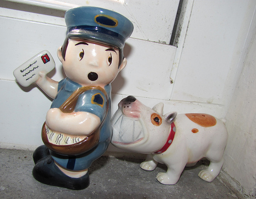 Postman and dog salt and pepper shaker design 35+ Creative and Funny Salt and Pepper Shakers