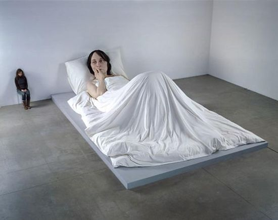 giant woman in bed sculpture ron mueck 35 Sculptures That Will Make You Look Tiny