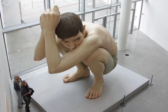 huge boy crouching sculpture ultra realistic art ron mueck 35 Sculptures That Will Make You Look Tiny