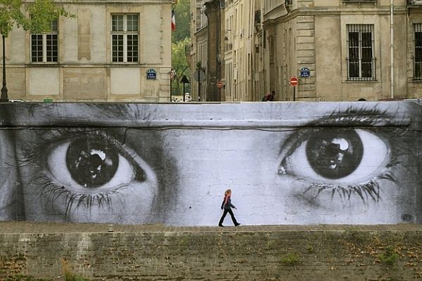 Mind Blowing Pieces of Street Art from Around the World 15 20 Mind Blowing Pieces of Street Art from Around the World